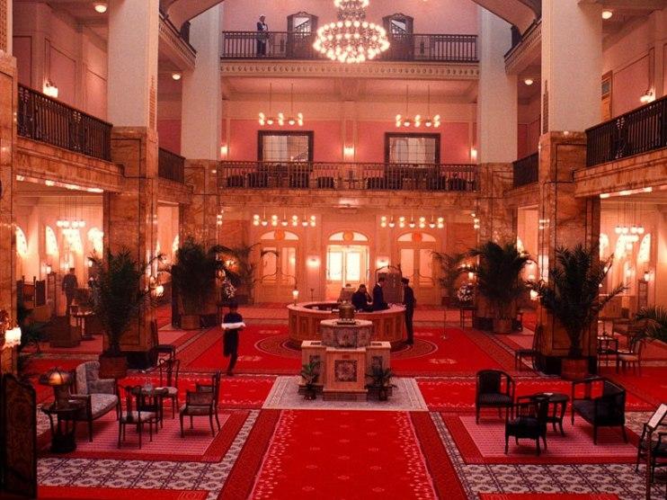 item4.rendition.slideshowVertical.grand-budapest-hotel-set-05-lobby-german-jugendstil-decor
